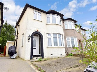 3 bed semi-detached house in Clayhall, Ilford