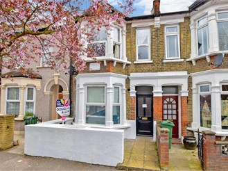 3 bed ground floor converted flat in London E17