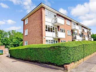 2 bed top floor flat in Woodford Green