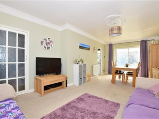 3 bed terraced house in Rainham
