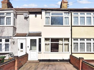 2 bed terraced house in Rush Green, Romford