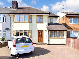 3 bed semi-detached house in Pilgrims Hatch, Brentwood