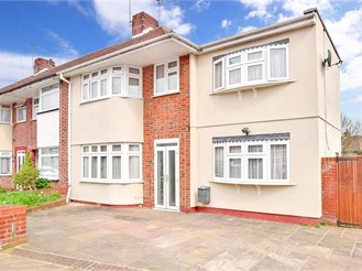 3 bed end of terrace house in Hainault