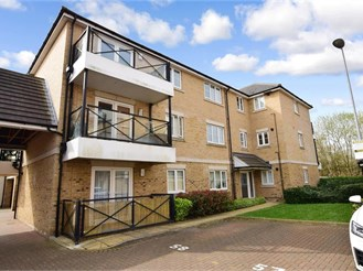 2 bed first floor flat in Epping