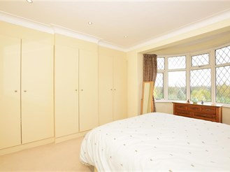 4 bed end of terrace house in Wanstead