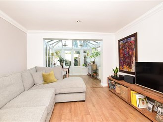 2 bed terraced house in Wanstead