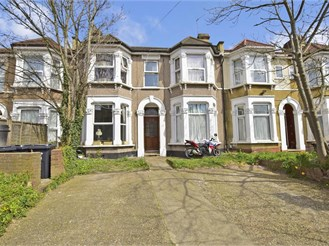 1 bed ground floor converted flat in Ilford