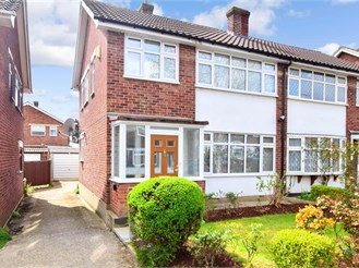 3 bed semi-detached house in Hornchurch