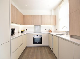 2 bed ground floor apartment in Barkingside, Ilford