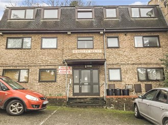 2 bed first floor apartment in Chatham