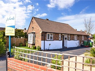 2 bed semi-detached bungalow in Erith