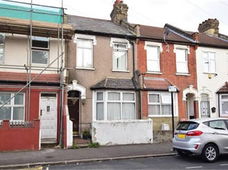 3 bed terraced house in East Ham