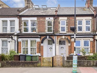 2 bed first floor converted flat in Leytonstone