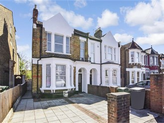 4 bed semi-detached house in Leytonstone